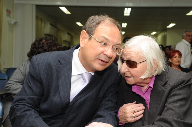 Mrs. Nellie Levy, the first head nurse, with the mayor of Ashkelon, Mr. Benny Vaknin